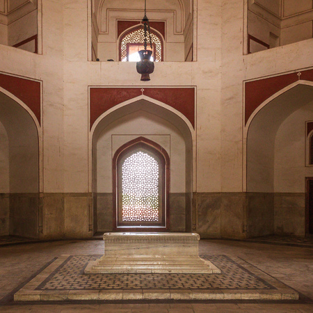 Detail view on Cenotaphs in a side room inside main Building of Humayuns Tomb Complex. Delhi, India, Asia.