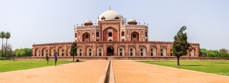 Wide Panorama of Humayuns Tomb Complex with square, park and vegetation. UNESCO World Heritage in Delhi, India. Asia. Редакционное