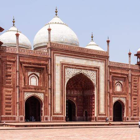 Entrance of Kau Ban Mosque inside the Taj Mahal Complex. UNESCO World Heritage in Agra, Uttar Pradesh, India Редакционное
