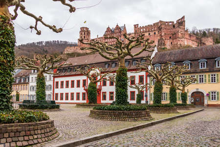 Downtown Square, Karlsplatz with Heidelberg Castle in Heidelberg, Baden-Wuerttemberg, Germany. Europe 新闻类图片
