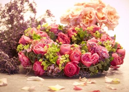 pink rose: pink rose roses tied to wreath