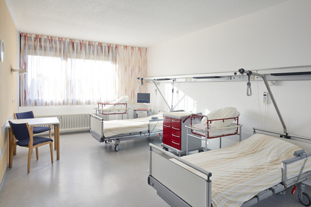 Hospital room with two beds in maternity ward Standard-Bild