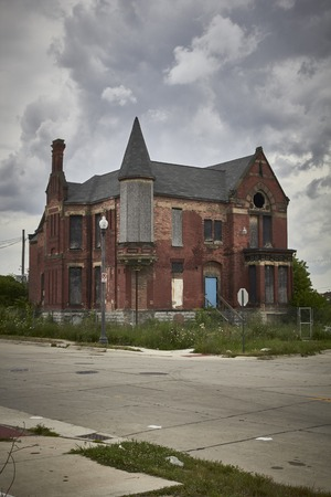 shrinking: House abandoned in Detroit USA in Midtown