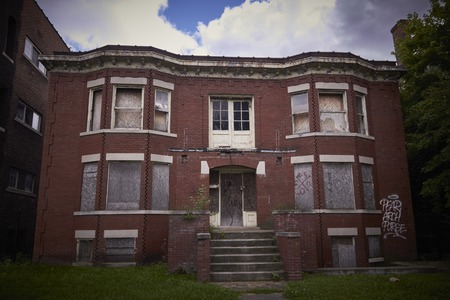 Abandoned ruined house in Detroit Michigan USA 新聞圖片