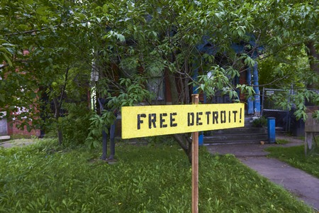 shrinking: Sign with inscription Fee Detroit in the garden in front of old house in Detroit Michigan USA