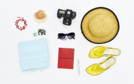 flatlay from above white beach with hat sandals towel sunglasses camera Stockfoto
