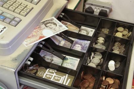 maquina registradora: Moneda brit�nica en la tienda de la caja registradora hasta el Sorteo