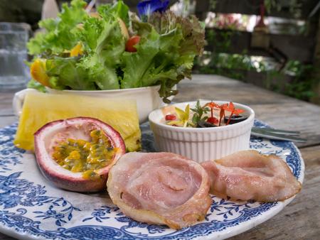 tasty bacon salad Zdjęcie Seryjne - 122316472