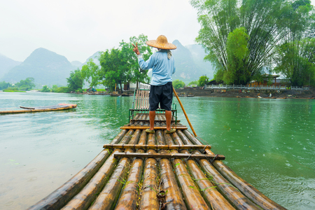 Traditional bamboo raft on Li River, Yangshuo, Guangxi, China Reklamní fotografie - 73194221