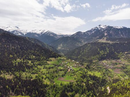 Small villages between beautiful mountains. Aerial panoramic view. Georgia. Standard-Bild