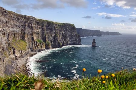 moher: hiking walking trail by sea cliffs and ocean Stock Photo