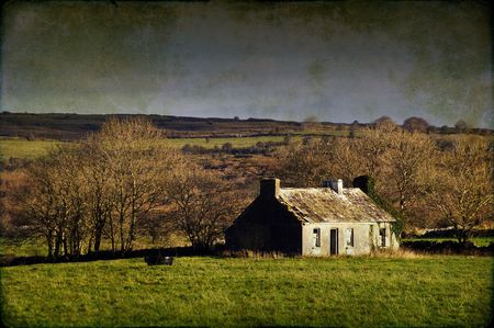 photo grunge decay cottage in rural ireland countryside Stock Photo - 6127255