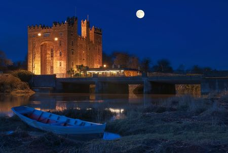 photo breathtaking bunratty castle in west of ireland at night