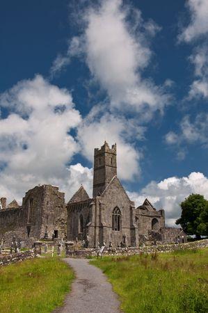 photo old ancient irish ruins on the west of ireland photo