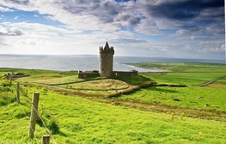 photo ancient old irish castle in doolin, ireland