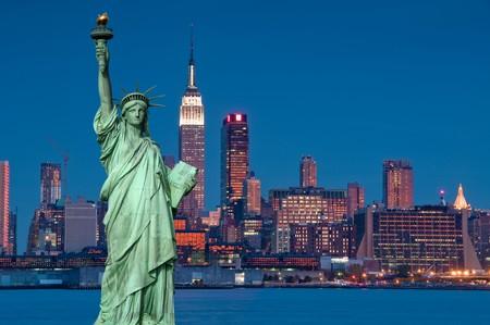photo tourism concept new york city with statue liberty Standard-Bild