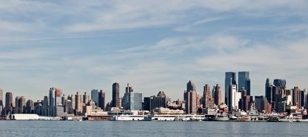 photo high contrast new york city skyline cityscape
