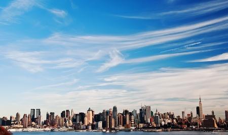 photo high contrast new york city skyline cityscape Standard-Bild