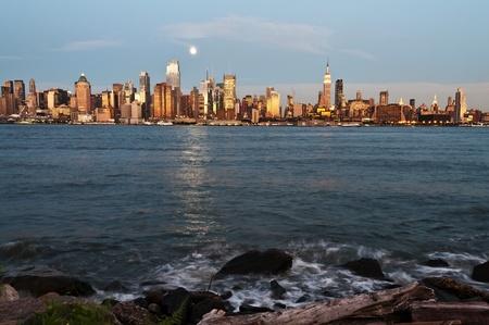 hudson river: photo new york city skyline over hudson river