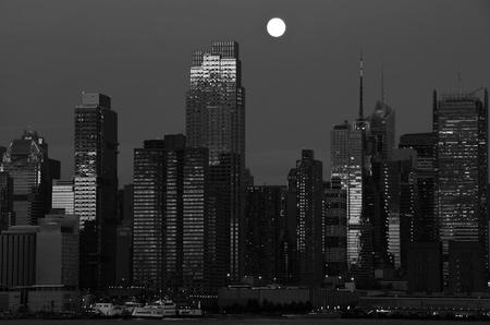 photo new york midtown skyline over hudson river Stock Photo - 13368696