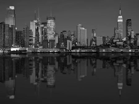 hudson: photo scenic new york city skyline over hudson river