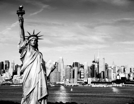 liberty statue: photo afternoon vibrant capture of new york midtown over hudson Stock Photo