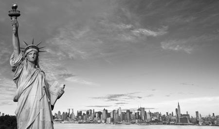 hudson: photo new york city skyline over hudson river
