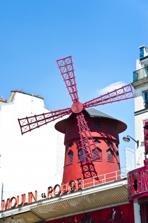 rouge: Cabaret Moulin Rouge in Paris