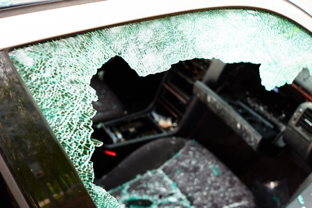 Car in which the disc was hit and all internal parts were stolen with broken glass and broken disc Stockfoto