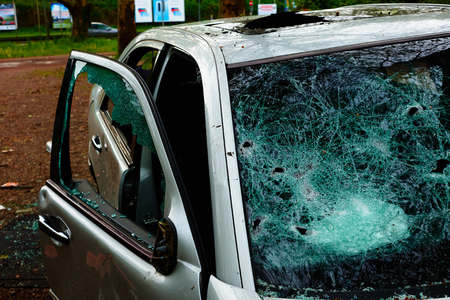 Car in which the disc was hit and all internal parts were stolen with broken glass and broken disc Standard-Bild - 124811571