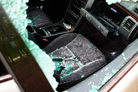 Car in which the disc was hit and all internal parts were stolen with broken glass and broken disc Standard-Bild - 124811581