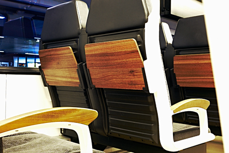 Train seats in a train compartment in white optic with wood at a train station at night Standard-Bild - 124811657