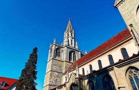 Church in Konstanz with blue sky Konstanzer Münster Standard-Bild - 124811701
