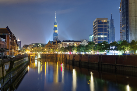 Hamburg Customs Canal with St. Catherines Church and bridge in the background at night photographed an 2016.08.28 Sajtókép