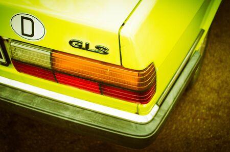 Old german car weathered in the air in autumn Audi GLS in yellow photographed in Saarbrücken Saarland Deutschland 2019.12.26 免版税图像