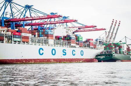Ship of the Cosco shipping company unloaded in the port of Hamburg in Hamburg Germany photographed on 08.15.2015 Standard-Bild - 137899936