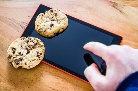 Cookies with a key to illustrate cookie banners for websites Standard-Bild - 139189329