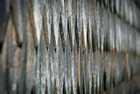 cedar shakes: Antiguo r�stico suelo de baldosas techo de madera de textura de fondo. Foto de archivo