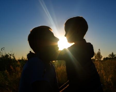 Silhouette padre e figlio al tramonto Archivio Fotografico - 22850501