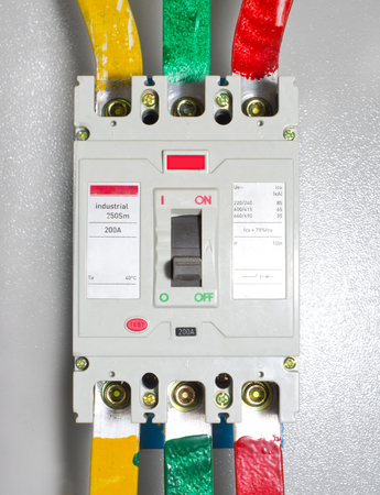 Automatic block electrical circuit breaker