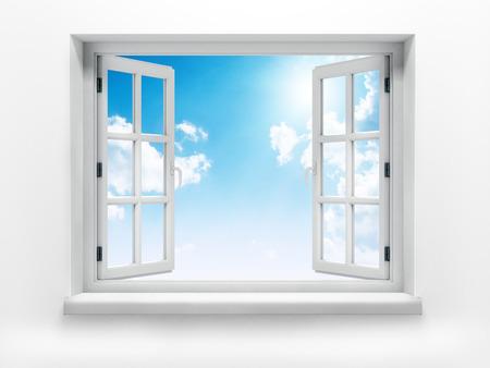 Open raam tegen een witte muur en de bewolkte hemel en zon