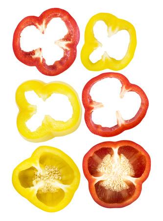 pimenton: Conjunto de rodajas piezas de color rojo, de secci�n pimiento amarillo aislados sobre fondo blanco Foto de archivo