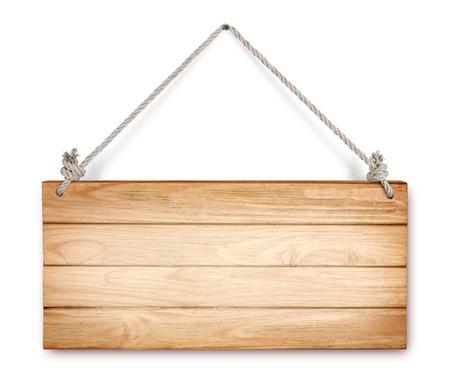 Cerca de un signo vacío de madera que cuelga en una cuerda sobre fondo blanco Foto de archivo - 29748932