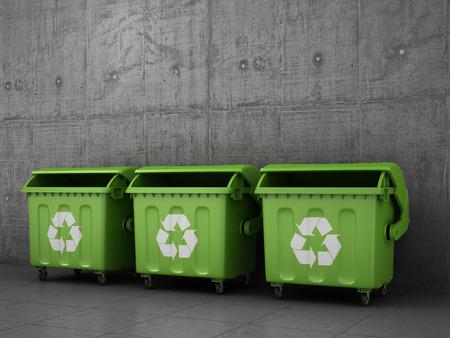 reciclar basura: Cubos de basura bote de basura fuera de pared de hormigón.