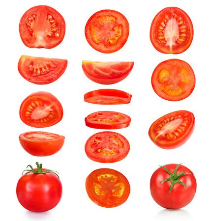 tomates: collecte des morceaux de tomates sur un fond blanc Banque d'images