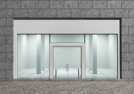 fachada: Moderno frontal vac�a tienda con grandes ventanas