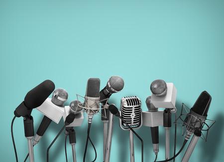 microfono de radio: Rueda de prensa con los micr�fonos de pie.