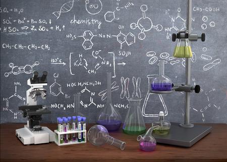 Tubos de ensayo químico de laboratorio y objetos sobre la mesa con la química dibujar en la pizarra.
