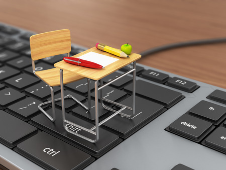 maestro: Escuela de escritorio y una silla en el teclado. Concepto traning Online.