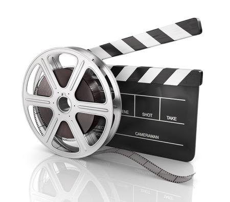 cinta pelicula: Clap cine y rollo de película, sobre fondo blanco.